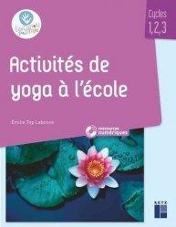 Activités de yoga à l'école