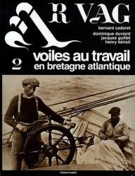 La couverture et les autres extraits de Almanach des fous du tracteur 2015