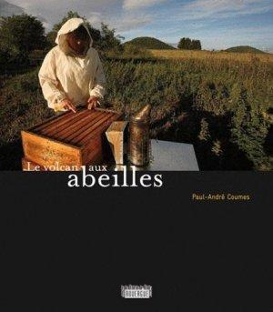 Le volcan aux abeilles - rouergue editions - 9782812603389 -